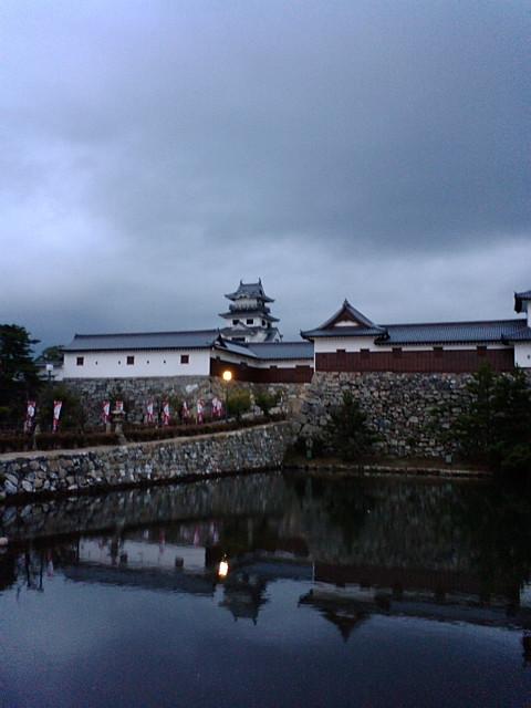 早朝の今治城