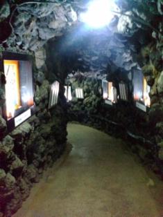 薄暗い洞窟