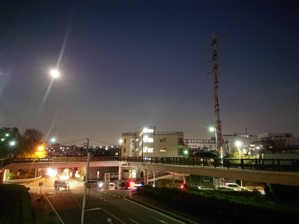 スーパームーンと歩道橋