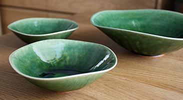 たっぷりとした緑釉が美しい織部シリーズ