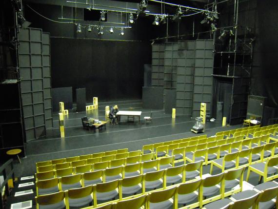 鳥の劇場 劇場舞台と練習風景1