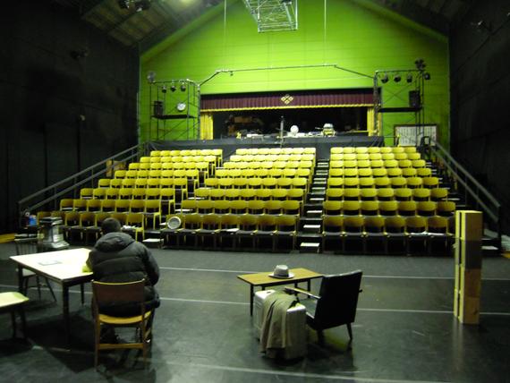 鳥の劇場 劇場舞台と練習風景2