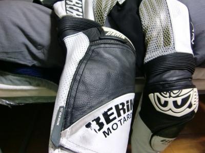 ベリックモタードレーシングスーツをリフレザー14