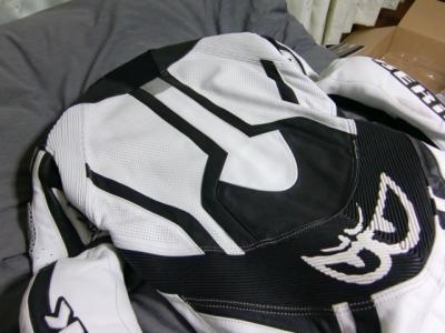 ベリックモタードレーシングスーツをリフレザー16