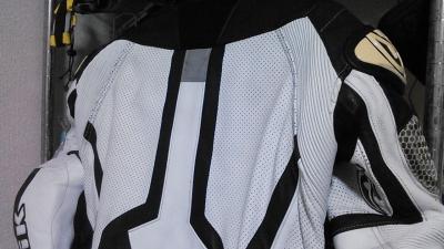 ベリックモタードレーシングスーツをリフレザー7