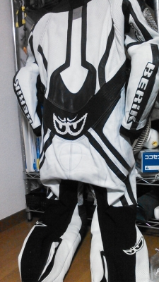 ベリックモタードレーシングスーツをリフレザー12