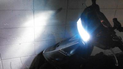 アドレスV100_LEDヘッドライト1