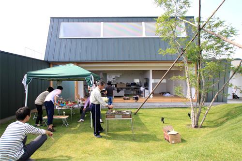 栃木県 宇都宮市 住宅 家 二世帯住宅 建築家 一級建築士 設計士 設計事務所 店舗 広がりのある オーダー家具 木サッシ 開放感 BBQ