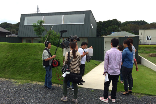 栃木県 建築家 建築設計事務所 スッキリ 日本テレビ スッキリハウジング 緑の塀のあるお家 芝 土手