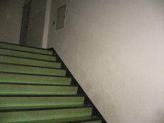 階段に落書きなんてないじゃんw