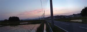 栗駒と若柳有賀の田植え夕景