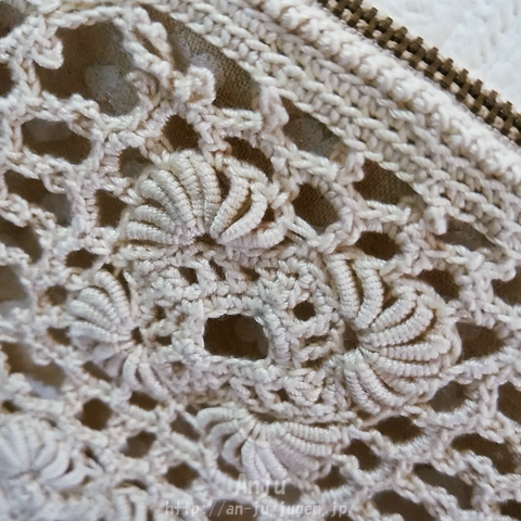 コイル編みのポーチ2