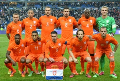 Netherlands-14-15-NIKE-home-kit-orange-orange-orange-line-up.jpg