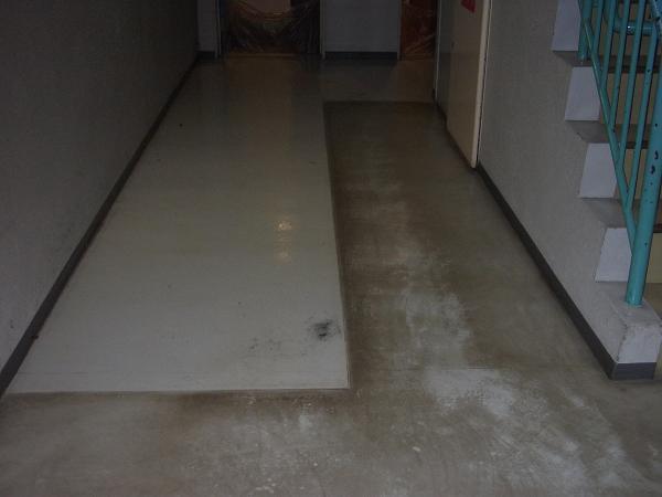 剥離作業前の床の状態
