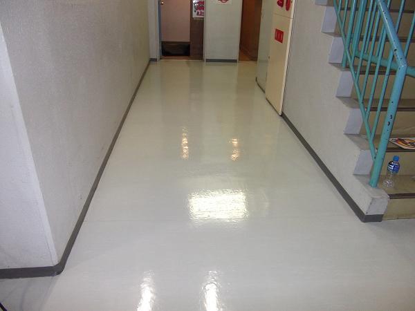 ワックス塗布後の床