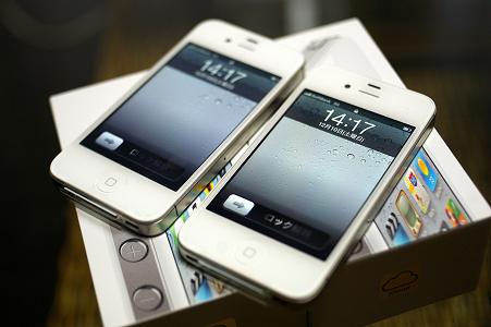 iPhone4S・・・