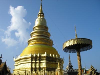 タイ北部の町ランプーンの寺院