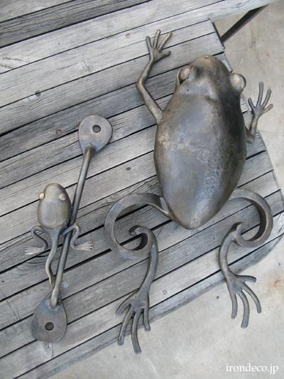 カエルのドアハンドル