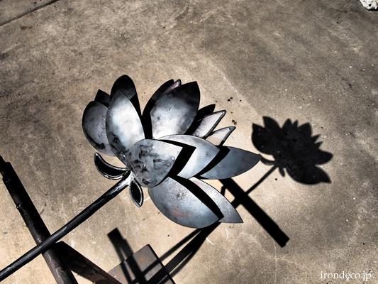 ロートアイアン・蓮の花