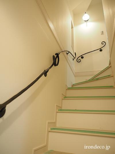 ロートアイアン階段壁手摺