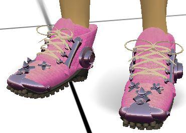 週末のsickへ散歩の時発見。ごつい靴です♪なんと「走る」と砂煙が舞い上がるんですっ。スゴイ!!