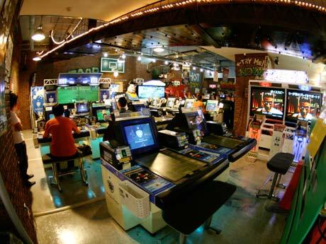 ゲームセンター PLAZA CAPCOM プラサカプコン 吉祥寺店 ガンダム サッカー アーケード