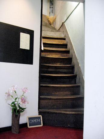 base cafe floor マクロビオティック 玄米菜食 入口