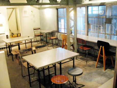 base cafe floor マクロビオティック 玄米菜食 店内