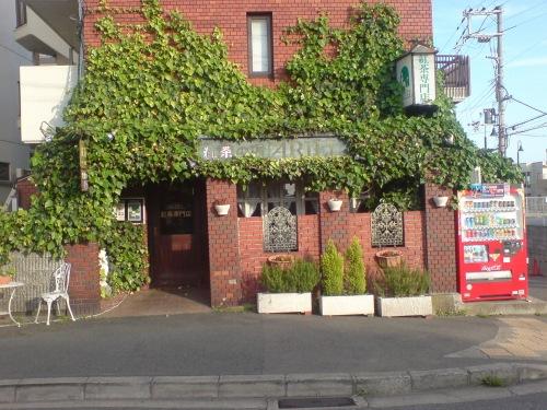 アリエルは神戸学院の近くのマンションの一階です。