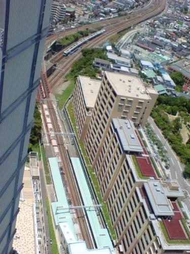 山陽電鉄舞子駅が直ぐ下に…