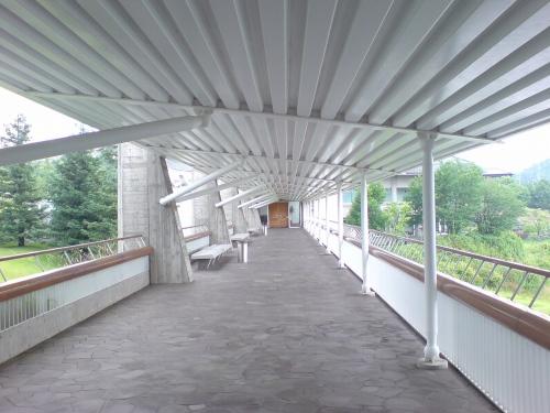 渡り廊下の中