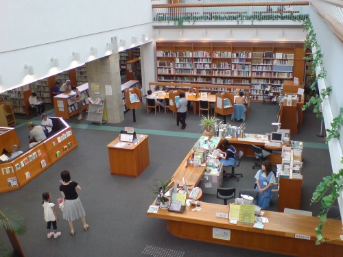 図書館。所蔵書籍数は少ない