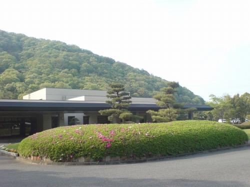 加古川斎場ツツジの花壇
