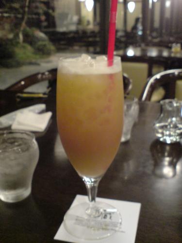 オレンジティー。さっぱり味で美味しいがクラッシュアイスを除けると量が少ない