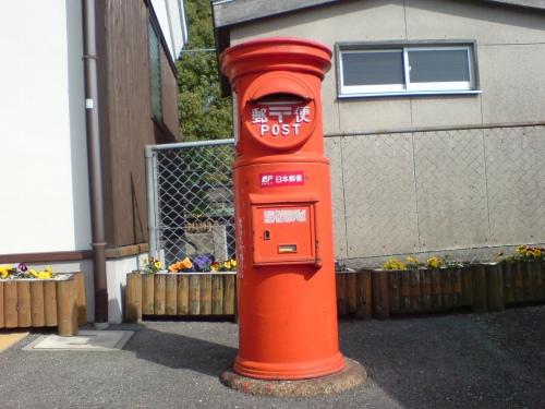 郵便ポストも、、、鋳物感があってこれは渋い