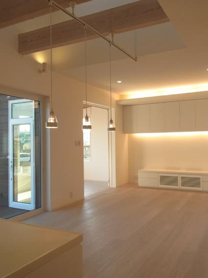 houseco15.jpg
