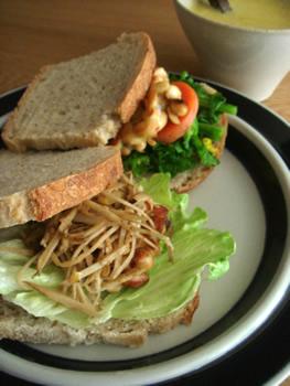 牛蒡サラダサンドウィッチ