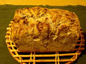 全粒小麦粉サワー種で新玉ねぎと胡桃のパン