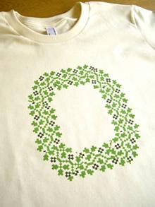 フォークロア模様アルファベットTシャツ