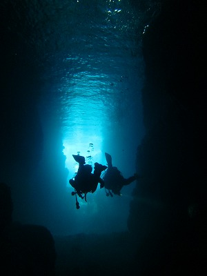 沖縄で格安 青の洞窟ダイビング