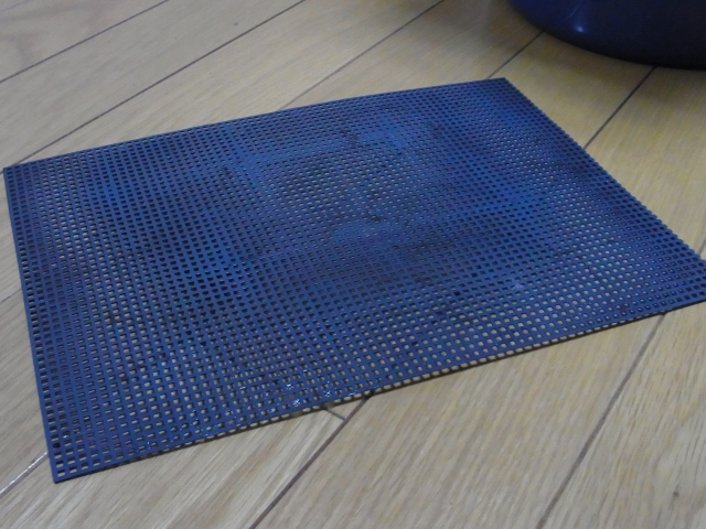 濾過槽に設置するすのこを自作するために使う鉢底ネット