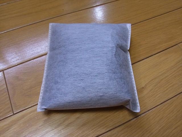 不織布の袋に入った活性炭 ブラックホール
