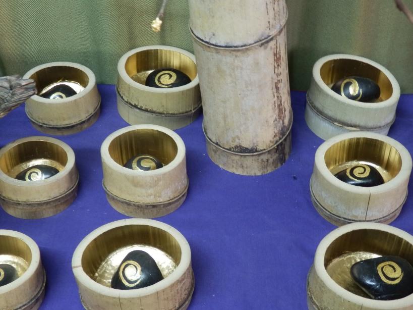 渦石と金箔竹器