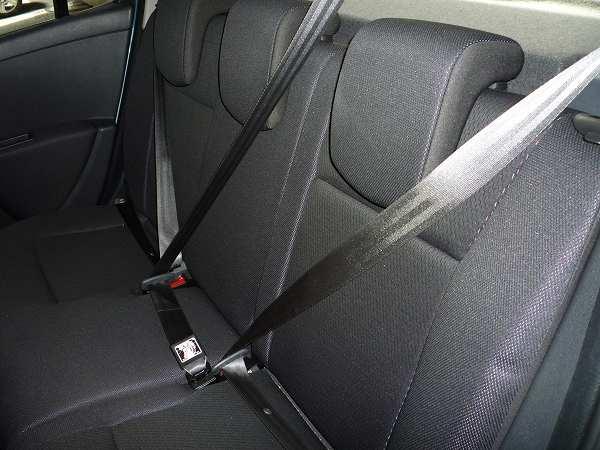 リアシート中央3点式シートベルト
