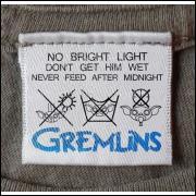 グレムリンの3つのルールが記載されたTシャツのタグ。 シャレが利いていますね。