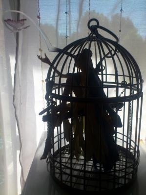 鳥かごの少女(影)