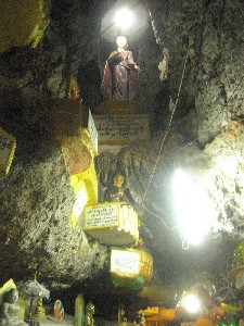 カローの洞窟寺院
