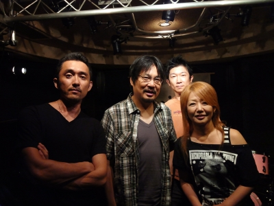 手前の黒Tシャツが菅原さん