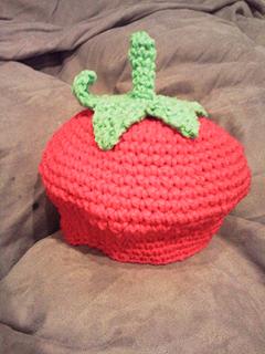 手編みイチゴ帽子