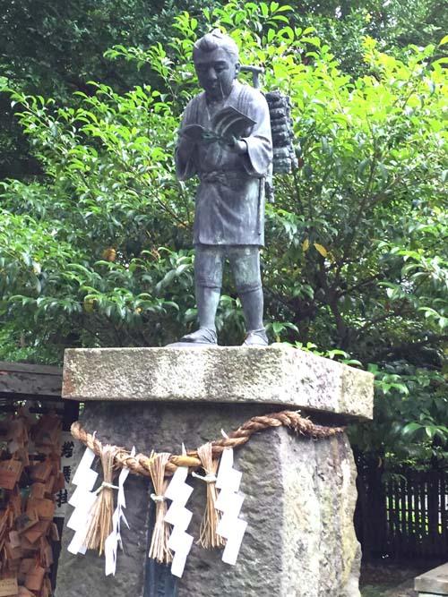 報徳二宮神社の金次郎像